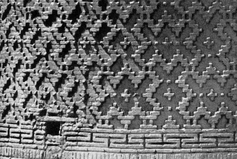 Фигурные кладки из жженого кирпича. Минарет в Вабкенте. 1197 г.