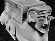 Мраморная капитель с фигурой человека-овна Султан_Уиздаг V-IV вв до н. э.