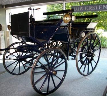 Автомобиль Даймлера. 1886 год